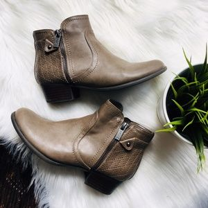 UNISA Light Brown Ankle Boots Booties 6 EUC